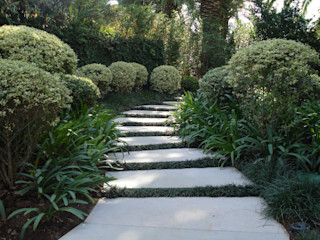 Loro Arquitetura e Paisagismo Jardines de estilo clásico
