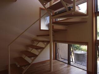 風建築工房 Classic style corridor, hallway and stairs