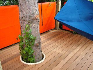 Tree house TreeSaurus Jardines de estilo moderno