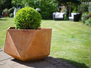 Femkant Concrete Planter Adam Christopher Design JardínJarrones y macetas Concreto Naranja