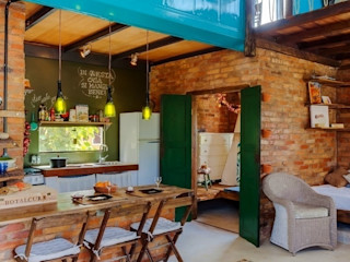 Ferraro Habitat Rustic style dining room