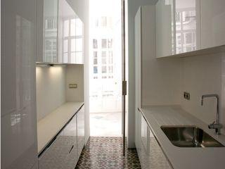 3 VIVIENDAS, CALLE SAN MIGUEL 18 (CÁDIZ) pxq arquitectos Cocinas de estilo ecléctico