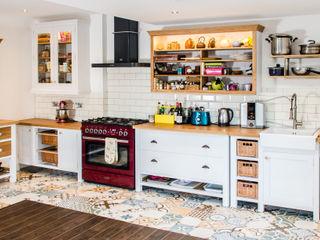 Painted kitchen Clachan Wood مطبخ