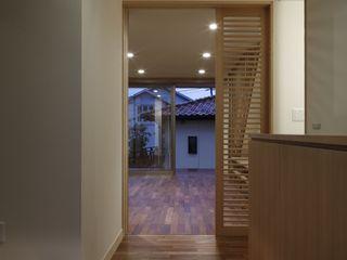 安中榛名の家 TAMAI ATELIER モダンスタイルの 玄関&廊下&階段