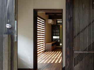 八潮の家 TAMAI ATELIER クラシカルスタイルの 玄関&廊下&階段