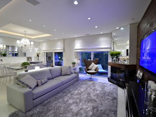 Elegante casa em condomínio Tania Bertolucci de Souza   Arquitetos Associados Salas de estar modernas