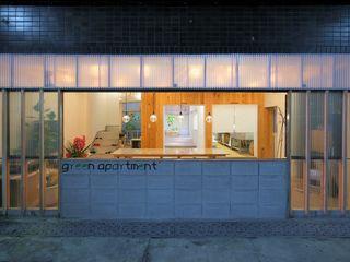 studio m+ by masato fujii Case in stile industriale Plastica
