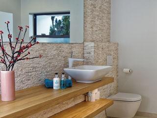 Rum Point Tye Architects Modern bathroom