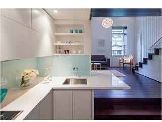 Manhattan Micro-Loft Specht Architects Modern kitchen