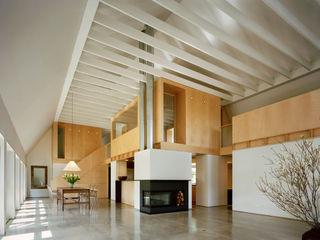 Modern Barn Specht Architects Modern living room