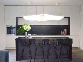 MG Interior Studio Michał Głuszak Cocinas de estilo minimalista Negro
