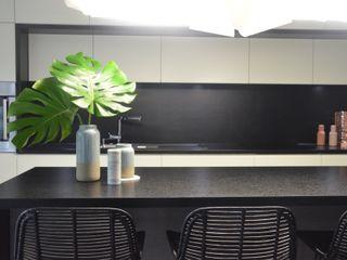 MG Interior Studio Michał Głuszak Cocinas de estilo moderno Negro