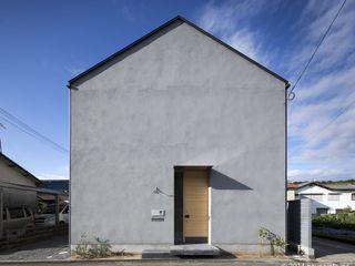 (株)ハウスインフォ Casas estilo moderno: ideas, arquitectura e imágenes Arenisca Gris
