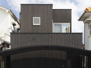 (株)ハウスインフォ Casas estilo moderno: ideas, arquitectura e imágenes Compuestos de madera y plástico Negro