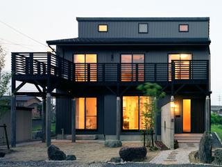 小栗建築設計室 Modern houses Metal Black