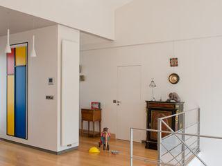 MELANIE LALLEMAND ARCHITECTURES Nowoczesny korytarz, przedpokój i schody