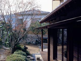 鶴巻デザイン室 Vườn phong cách châu Á