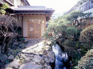 鶴巻デザイン室 Nhà phong cách châu Á