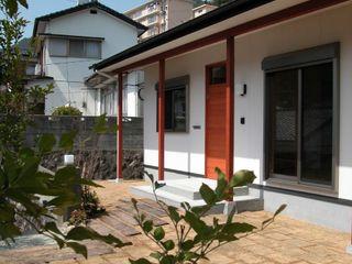 鶴巻デザイン室 Nhà phong cách tối giản