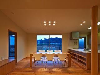 鶴巻デザイン室 Phòng ăn phong cách hiện đại