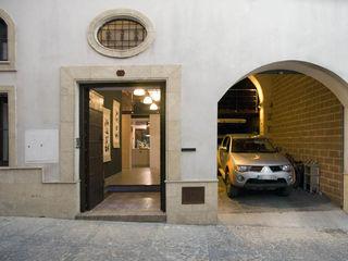 DE BODEGA A VIVIENDA, JEREZ DE LA FRA. pxq arquitectos Casas de estilo ecléctico