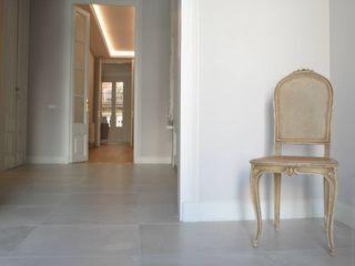 Restauración centro de Barcelona FUSTERS CÓRDOBA Pasillos, vestíbulos y escaleras de estilo moderno