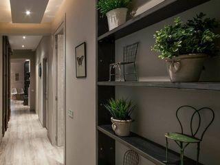 Time2dsign Modern corridor, hallway & stairs