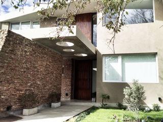 CASA HARAS SANTA MARIA Estudio Arqt Casas modernas: Ideas, imágenes y decoración