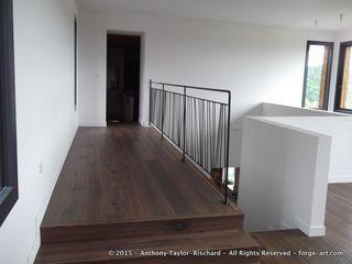 Mezzanine railing in mild steel Forge Art by A.T.R Balcones y terrazas de estilo moderno