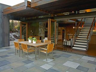 Hangman Valley Residence Uptic Studios Moderner Balkon, Veranda & Terrasse