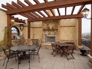 Upper Falls Condo 603 Uptic Studios Klassischer Balkon, Veranda & Terrasse
