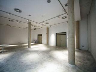 """REHABILITACIÓN DE DOS DE LAS NAVES """"CASTELLANO"""" COMO CENTRO DE RECURSOS PARA JÓVENES Gomez-Ferrer arquitectos Salas multimedia de estilo moderno"""