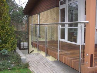 Terrace Stainless Steel Balustrade with Glass infills Inox City Ltd Балкон и терраса в стиле модерн