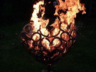 flammendes Herz 3D HufeisenGlück GartenFeuerplätze und Grill