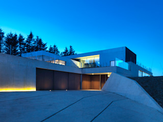 Stormy Castle LOYN+CO ARCHITECTS Maisons minimalistes