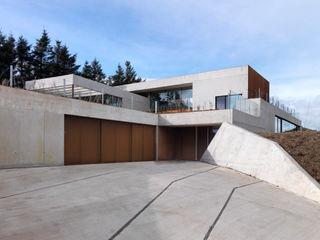 Stormy Castle LOYN+CO ARCHITECTS Casas de estilo minimalista