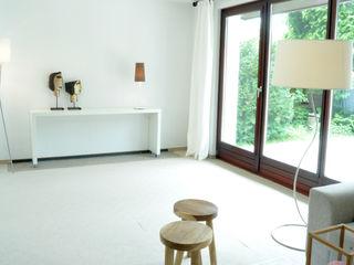 Home Staging eines geerbten Einfamilienhauses MK ImmoPromotion Moderne Wohnzimmer