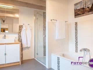 """Home Staging einer """"jungen"""" Doppelhaushälfte MK ImmoPromotion Mediterrane Badezimmer"""