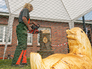 Holzwerkerin Eving Holzwerkerin Eving Kunst Skulpturen