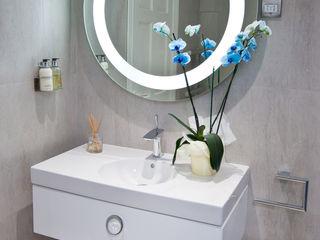 Luxury Boutique Bathroom Lisa Melvin Design Baños de estilo moderno