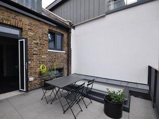 KINGSLAND ROAD E2 Architecture + Interiors Balcones y terrazas de estilo moderno