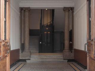 3C+M architettura Corredores, halls e escadas clássicos
