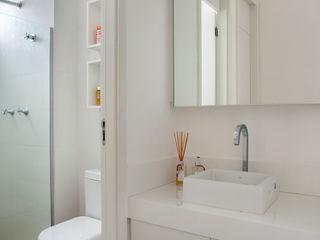 Carolina Mendonça Projetos de Arquitetura e Interiores LTDA Modern bathroom