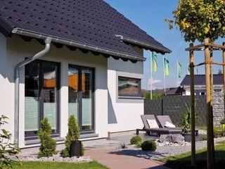 VIO 302 - Detailansicht Rechteckerker homify Moderner Balkon, Veranda & Terrasse
