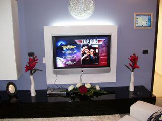 MARA GAGLIARDI 'INTERIOR DESIGNER' ห้องนั่งเล่นชั้นวางทีวีและตู้วางทีวี