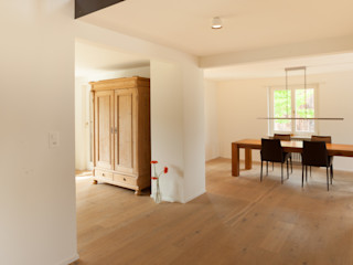 von Mann Architektur GmbH モダンスタイルの 玄関&廊下&階段