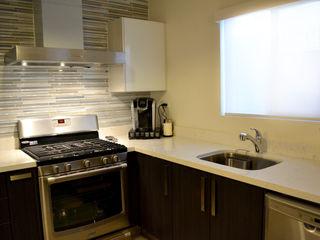 Toren Cocinas Modern style kitchen