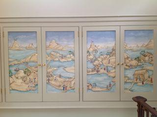 Handpainted panels incorporated into cupboard doors Eades Bespoke Aziatische gangen, hallen & trappenhuizen