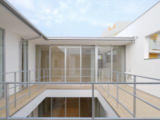 開建築設計事務所 Varandas, alpendres e terraços modernos