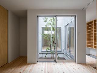 三浦の家 萩原健治建築研究所 ミニマルスタイルの 寝室